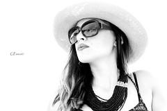 Sensi (Giacomo Pasca) Tags: donna highkey bianconero cappello occhiali monocrome collana