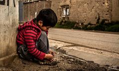 At the edge of the pavement (Angel Taipe C.) Tags: street city boy red people urban calle kid alone child pavement side ciudad edge urbana nio pavimento