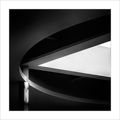 Estructura amb llum II/ Light structure II (ximo rosell) Tags: light blackandwhite bw abstract blancoynegro luz architecture arquitectura nikon squares bn minimal d750 llum cuadrado abstracció ximorosell