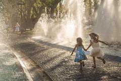 Un robado (Nathalie Le Bris) Tags: nio child enfant agua water eau fontaine fuente summer verano t