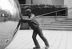 (Y0rkie79) Tags: statue leeds mirrorball spherical clarencedock