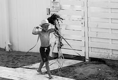 Les cotillons (LACPIXEL) Tags: cotillons enfant children nino garcon boy chico playa beach plage ostende belgique noiretblanc blackandwhite blancoynegro outside extrieur nikon nikonfrance d4s fx flick lacpixel