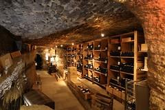 Cave  vin Chateauneuf  du Pape (TOUTENCANON88) Tags: chateauneufdupape vaucluse ctesdurhone france french cave vin bouteilles wine canon canoneos6d pleinformat fullframe flickr google