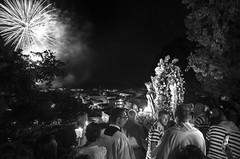 Il saluto - The greeting (Immacolata Giordano) Tags: praiaamare calabria italia italy saluto greeting fuochidartificio spettacolopirotecnico fireworks processione fiaccolata nikond7000 festadellamadonnadellagrotta madonnadellagrotta