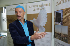 Peace Dove (Monty May (OBSERVE)) Tags: iserlohn nrw germany street islam humour