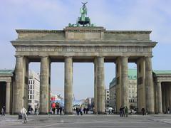 BERLIN - Brandenburger Tor 2005 (zorro1945) Tags: berlin deutschland germany europe europa brandenburggate brandenburgertor history berlinwall ddr neoclassicalarchitecture unterdenlinden