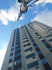 Näsbydal (skumroffe) Tags: näsbydal täby sweden grovegmk3055 grove gmk 3055 autokran mobilkran gruamovil gruemobile mobilecrane höghus highrise hirise stockholm edinskranar edins