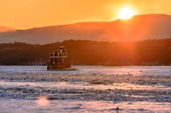 Hudson-Athens Lighthouse (nywheels) Tags: sunset lighthouse snow ny newyork building ice nikon hudsonriver hudson newyorkstate frozenriver hudsonvalley hudsonny hudsonnewyork d7000 nikond7000