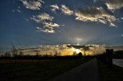 wolken (Remke Luitjes) Tags: black green netherlands grass clouds nikon blauw wolke zoetermeer zwart threes
