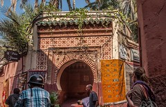 Palais Gharnata (Nihil Baxter007) Tags: street city girl palms temple gate bow maroc stadt marocco marrakech palais medina afrika mann tor frau palme marokko helm tempel bogen marrakesch mofa strase gharnata