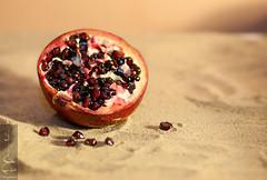 Precious jewels (Madija~) Tags: pomegranate granata   sand arena fruta fruit red roja delicious deliciosa comida nikon d200 juice dry