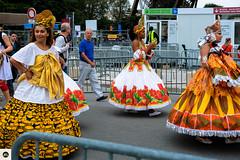 16lap2016 (photo & life) Tags: paris france europe colors photography photolife jfl women girls running parisienne 2016 laparisienne2016 carnaval fujifilm fujinon fujifilmxpro2 fujinonxf35mmf2rwr xpro2 ville city street streetphotography humanistphotography