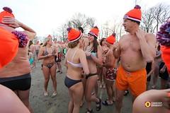 Nieuwjaarsduik in Den Bosch - 2015 (Omroep Brabant) Tags: holland nederland thenetherlands nieuwjaar bikini denbosch brabant oudennieuw koud nieuwjaarsduik zwemmen plons omroepbrabant oosterplas wwwomroepbrabantnl unoxmeisje nieuwjaarstraditie nieuwjaarsduik2015
