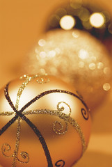 _GBD7203 (Gabriele Diwald) Tags: christmas glitter gold golden bokeh decoration highlights ornaments bauble