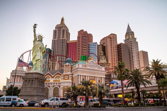 MONTAGNES RUSSES DU NEW YORK NEW YORK SUR LE STRIP DE LAS VEGAS