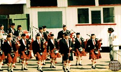 Pipe Band Christchurch 1988 V1.4-tweed jacket photos (The General Was Here !!!) Tags: christchurch scotland photo pix kilt 1988 scottish marching kiwi kilts 1980s piping drill pipers chanter pipeband drones kiwiana scottishmusic inuniform addingtonshowgrounds scottishmusichighlandmusic