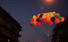 Ballons (cn a460) Tags: color night mumbai ballons sobo canon450d canon18135mm