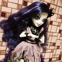 Gossip Time ! (MyMonsterHighWorld) Tags: party flower doll bad seed nightshade bloom and gloom corpse titan arum amanita
