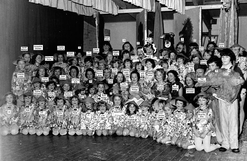 1977 Aladdin 06 whole cast with name tags