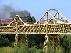 Tren de la Araucania sobre el estero El Salto, en las cercanías de Púa.