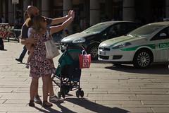 Piccoli Selfie Crescono (romype77) Tags: canon eos 650d t4i ef 50mm stm iii f18 pancake duomo milano milan italy italia people gente strada street landscape panorama piazza square