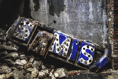 Sam's (Explore) (waldo.posth) Tags: sony slta99v tamron sp f28 1530mm seattle underground sam sign neon broken