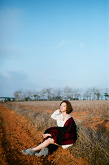 Blue Sky & Scarlet Soil (jasoncremephotography) Tags: canon eos3 eos 50l fujicolor 400h film analog analogue istillshootfilm filmisnotdead girl fuji