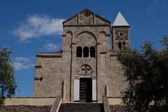 Santa Giusta (claudio malatesta) Tags: glise church iglesia gliseromane chiesaromanica italie italia sardaigne sardegna fuji fujifilmxt10 claudiomalatesta oristano santagiusta