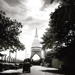 #Colombo #sri_lanka #tuktuk #stupa #asia #ceylon #blackandwhite #streetphotography (Bruno Abreu) Tags: instagramapp square squareformat iphoneography uploaded:by=instagram juno