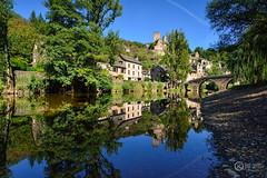 Al otro lado del rio. (JCarlos.) Tags: river rio aveyron occitano belcastel medieval town reflejo reflection francia france midy pirennes