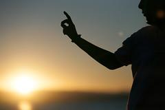 Coln (G. Goitia) Tags: sol sun atardecer ocaso sunset verano summer veraniego luz light color sinflash iluminacinnatural exterior exteriores luzambiental lighting contraste contraluz backlight canon photo foto fotografa vida life sentimiento sensibilidad compo composicin composition encuadre encuadrehorizontal framing frame clich mood ambiente