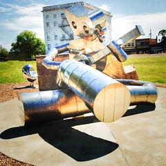 """Traveling Man"" (retha11) Tags: 16 2016 deepellum wwpw2016 metalsculpture robot sculpturalseriesbybrandonoldenburgandbradoldham signtravelingmaniswaitingonatrain steampunk dallas tx usa"