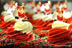 Dashing Through The Cupcakes (Trish Mayo) Tags: santa christmas red holiday cupcakes treats sprinkles icing juniors goodies frosting redandgreen thebestofday gününeniyisi