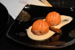 גומה סושי מורי- כדורי סושי עטופים סלמון (pringle-guy) Tags: food fish sushi nikon salmon restaurants seafood japanesefood asianfood yakimono אוכל דג סושי דגים סלמון מסעדות אוכליפאני אוכלאסייתי יאקימונו יקימונו