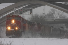 CP 8910 (binsiff) Tags: bridge snow wisconsin train rail milwaukee canadianpacific cp ge signal grandavenue