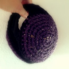 orejeras moradas en lana (Mamipaula y Pipocass Handmade) Tags: wool handmade earmuffs giftideas earwarmers orejeras winteraccesories pipocasshandmade unisexearmuffs