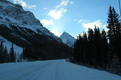 Icefields Parkway (Carolina Arai) Tags: road blue winter sky snow canada mountains azul montagne landscape rockies scenery carretera hiver nieve scenic paisaje roadtrip clauds adventure bleu explore paseo cielo parkway autopista freeway nubes invierno rockymountains roadway canadianrockymountains montaasrocosas montaga montaasrocosascanadienses