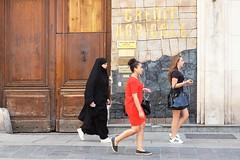 "205/366 (serie ""frame/cadre"") (Kairos !) Tags: frame cadre walk walking serie street city urban streetphotography streetphotographer streetwalk conceptphotos conceptualimage 366 366days project366 2016pad fujixt10"