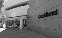 corkscrew hunting (Riex) Tags: cratebarrel shop enseigne magasin faade stanfordshoppingcenter ombre shadow geometrical geometrique building architecture paloalto california bw blackandwhite noiretblanc g9x monochrome store nibw