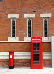 red (Judy **) Tags: 2016 holiday engeland england vakantie stratforduponavon telephonebooth telefooncel telephonebox brievenbus letterbox wall muur