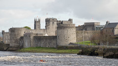 King John's Castle (Peter E. Lee) Tags: castle spring roi river rivershannon ireland kingjohnscastle water choppy republicofireland limerick 2016 ire eire boat ie