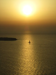Velero navegando por el oro (fenixedu92) Tags: velero mar puesta sol sunset boat grecia greece oia santorini