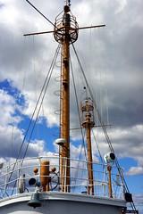 Lightship Beacons, Boston MA (Boston Runner) Tags: lightship nantucket boston harbor museum preserved lv112 massachusetts 1936 shipyard marina eastboston beacons masts