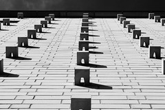 Wall in the sun (Testlicht) Tags: architektur norderstedt struktur bw blickwinkel