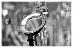 Saxy notes (leo.roos) Tags: saxophone shopwindow jazz altstadt cologne kln keulen september2016 a7s pentax supertakumar5014 darosa leoroos noiretblanc