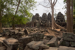Jungle and temple (abbobbotho) Tags: cambodia angkorwat krongsiemreap siemreapprovince kh