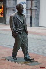 Woody Allen ( Oviedo) (Jose Luis RDS) Tags: sony rx rx10 escapadas asturias oviedo escultura woodyallen
