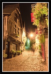 Rue du Petit Fort - DINAN - Bretagne (Gycess) Tags: dinan ctesdarmor bretagne france photodenuit nightphotography longueexposition longexposure