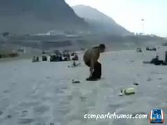 Varios (Comparte Humor) Tags: compartehumor humor playstore videos risas graciosas varios borracho borrachos caida caidas golpe golpes playa playas salto saltos saltando saltado