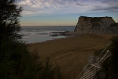 _IGP0930.tiff (txejo84) Tags: playa arena mar oceano rocas arbol escaleras